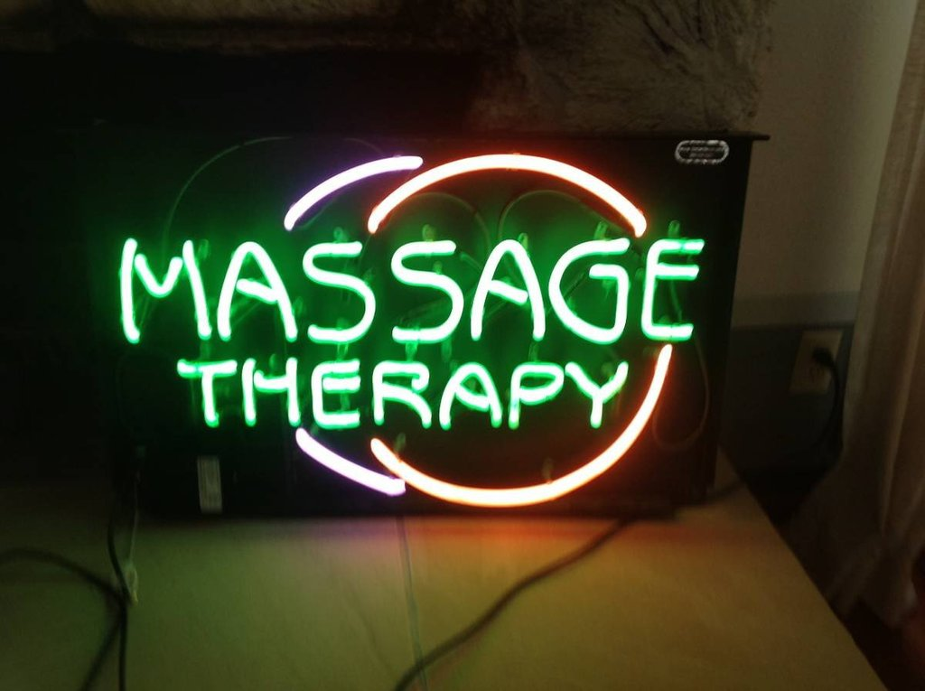 Massage Therapy Neon Sign3